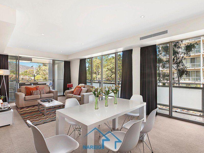 独具现代特色的宽敞2房2卫近新公寓